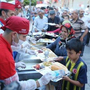 Gaziantep Büyükşehir'den mahalle iftarları