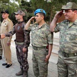 Erdoğan'ın yanındaki rütbesiz asker bakın kimmiş !