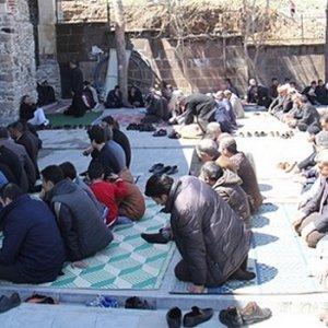Camide namaz kılıyorlardı ki PKK rehin aldı !