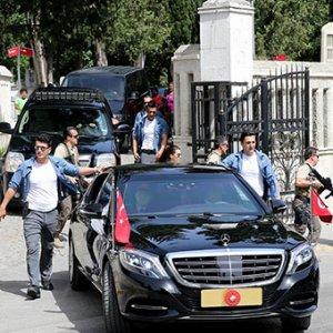 Erdoğan anne ve babasının mezarına gitti