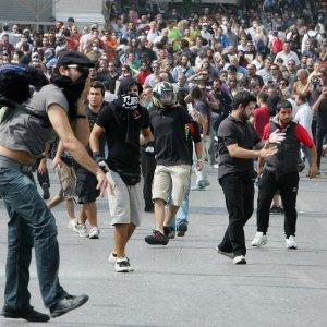 Öğretmenler polisle çatıştı: 6 ölü, 100'den fazla yaralı