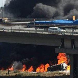 Tanker viyadükten uçtu, sürücü yanarak öldü