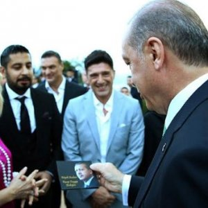 Seda Sayan'ın sevgilisinden Erdoğan'a özel hediye
