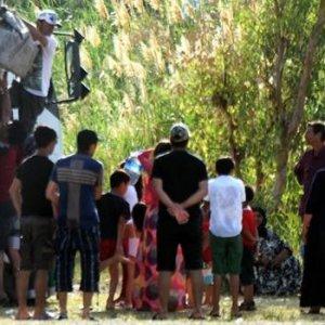 120 mülteci plaja kamyonla geldi !