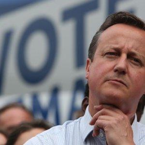 """Cameron seçmeni kandırdı"""