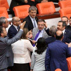 AK Partili ve HDP'li vekiller birbirine girdi