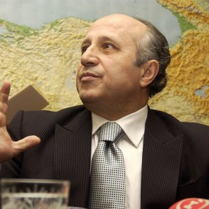 Yaşar Nuri Öztürk için ilan verildi