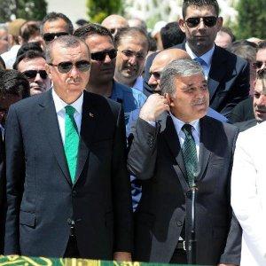 Erdoğan ve Gül cenazede bir araya geldi