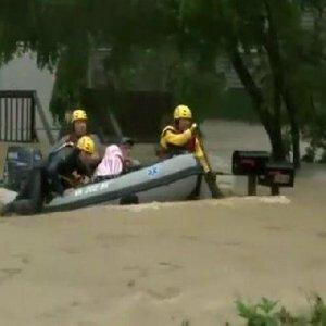 Sel yüzlerce evi yuttu: 14 ölü !
