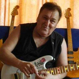 Ünlü gitarist hayatını kaybetti