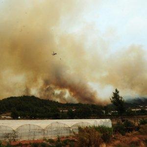 Tatil cennetinde yangın büyüyor !
