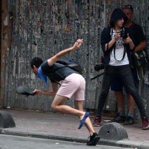 Protestoda eylemcinin zor anları