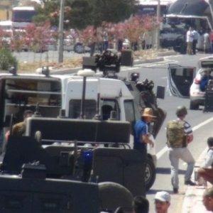 PKK'dan bomba yüklü araçla saldırı: 1 şehit, 7 yaralı !