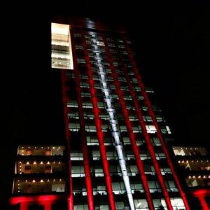 Meksika bakanlık binasını kırmızı beyaz yaptı
