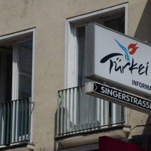 PKK'LILAR, TÜRKİYE'NİN TURİZM OFİSİ BASTILAR !