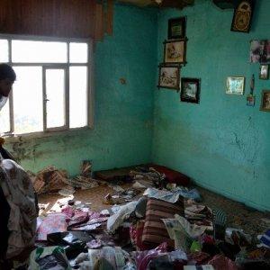 Ölen babalarından çöp ev miras kaldı