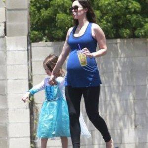Megan Fox oğlunu prenses yaptı