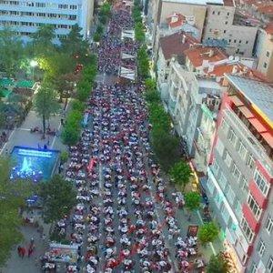 İşte Türkiye'nin en büyük iftar sofrası