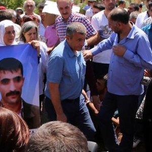 Belediye Başkanı öldürülen teröristin cenazesinde !
