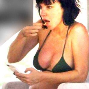 Hamile Gülşen'den bikinili hamilelik pozu
