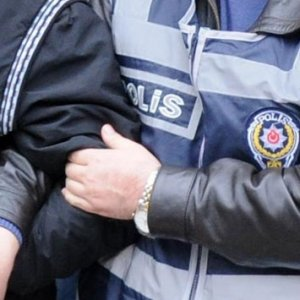İzmir'de FETÖ/PDY operasyonu: 8 gözaltı