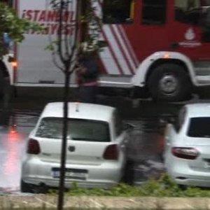 İstanbul alev alev: 17 otomobil kundaklandı