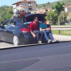 Bir otomobile en fazla kaç insan binebilir ?