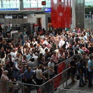 Atatürk Havalimanı'nda yoğunluk !