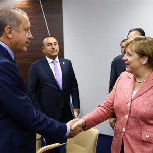"""Merkel ile ilginç diyalog: """"Elleriniz soğuk"""""""