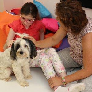Engelli çocuklara köpekle terapi