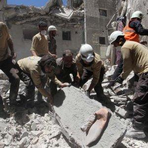 Humus ve İdlib'e hava saldırısı !