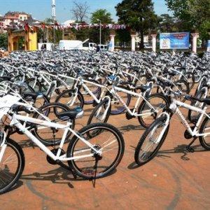 Bakanlığın verdiği bisikleti satılığa çıkardı
