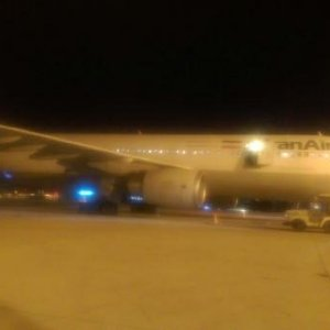 Yolcu uçağı 2 kez acil iniş yaptı