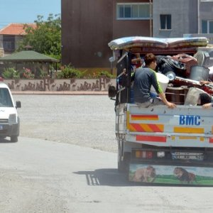 Suriyeliler kavga sonrası mahalleyi terk etti
