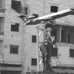 IŞİD pilotun cesedini çarmıha gerdi !