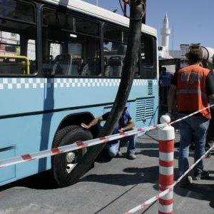 İstanbul'da inşaat yakınında yol çöktü
