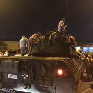 Ankara'ya gökyüzünden bomba yağdı