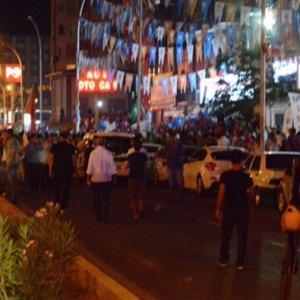 AK Parti binası etrafındaki vatandaşa bombalı saldırı
