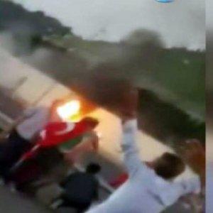 Darbeci hainler vatandaşa tankla saldırdı