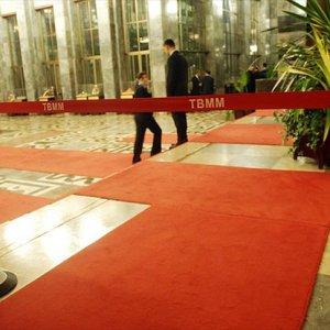 TBMM'nin giriş kapısı kapatıldı