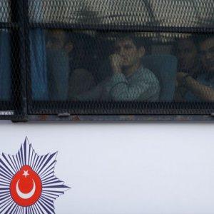 İstanbul'da 778 asker tutuklandı