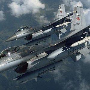 TÜRK F-16'LARI 2 SAHİL GÜVENLİK BOTUNA MÜDAHALE EDİYOR