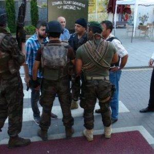 İstanbul'da sıcak dakikalar ! Polislere ateş açtı
