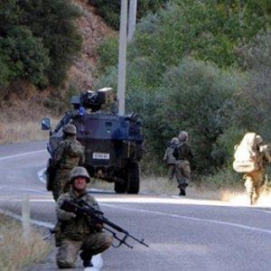 Hakkari'de çatışma ! PKK'lılar imha ederken saldırdı
