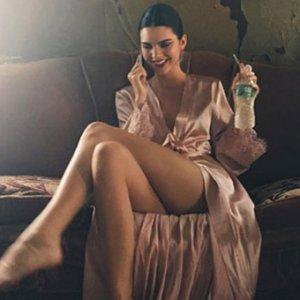 Kendall Jenner'ın ayakları sosyal medyayı salladı