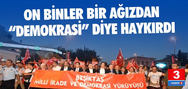 Meşaleli yürüyüşte on binler tek bir ağızdan demokrasi diye haykırdı…