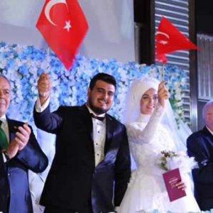 Demokrasi nöbetinden demokrasi düğününe