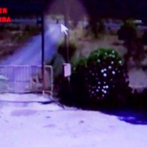 Darbeci asker kadın kılığında kameraya yakalandı