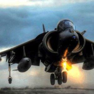 2 savaş uçağı havada çarpıştı