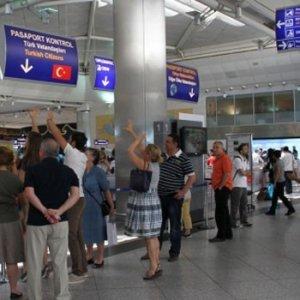 58 kişi Atatürk Havalimanı'nda yakalandı !